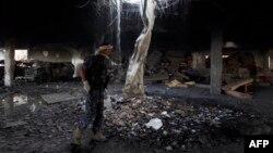 На месте взрыва в Сане, 8 октября 2016 года.