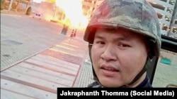 «جاکراپنث تاما»، افسر تایلندی در ابتدا فرمانده خود را کشته و با ربودن اسلحه او به سمت دیگر همکاران خود آتش گشوده است
