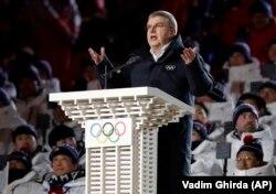 Президент МОК Томас Бах выступает на открытии Олимпиады в Пхёнчхане