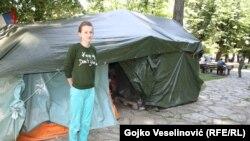 Danijela Sedlar ispred šatora u banjalučkom parku