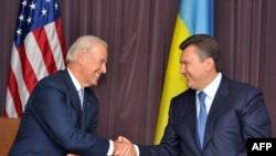 Архівна фотографія. Віце-президент США Джозеф Байден зустрівся з Віктором Януковичем у Києві, 21 липня 2009 р.