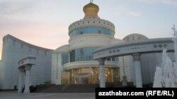 Иллюстративное фото. Здание детского театра в Ашгабате.