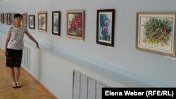 Больше года жительница Темиртау Ольга Павлова потратила на написание 75 картин. Теперь они выставлены в историко-краеведческом музее города Темиртау. Темиртау, 30 июня 2016 года.