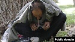 به گفته مقامات رسمی، بین ۲.۸ تا ۳.۵ میلیون معتاد در ایران وجود دارند.