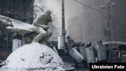 На вулиці Грушевського біля стадіону «Динамо», 22 січня 2014 року