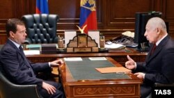 Русия президенты Дмитрий Медведев (с) Дагыстан президенты Муху Алиев белән очраша