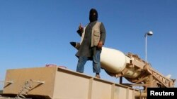 یک شبهنظامی «حکومت اسلامی» در رقه