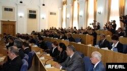 Депутаты парламента Таджикистана на заседании сессии.