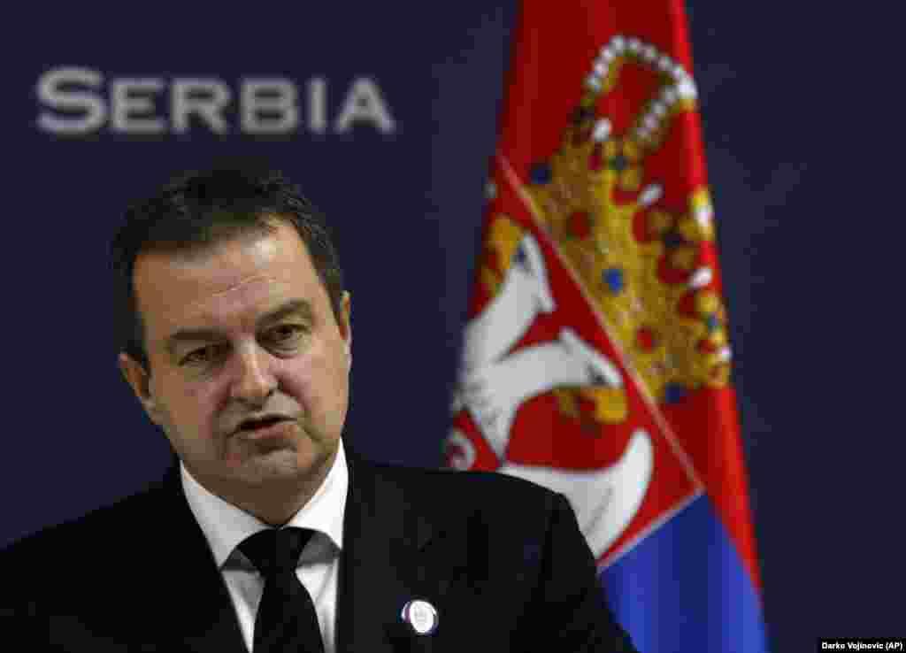 СРБИЈА - Српскиот министер за надворешни работи Ивица Дачиќ изјави дека политиката на Србија кон Хрватска во иднина ќе биде заснована на принципот на реципроцитет. Тој за таблоидот Информер порача декатаквите мерки се вообичаена пракса во дипломатијата и доколку дојде до нови непријателски чекори на Загреб, српските власти се подготвени за реакција.