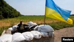 Украина әскерінің елдің шығысындағы тосқауыл бекеті. 1 тамыз 2014 жыл. (Көрнекі сурет)