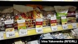 """Украинадан чыккан """"Рошен"""" маркасындагы таттууларга башка өлкөлөрдө талап күч."""