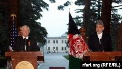 Роберт Гейтс на совместной пресс-конференции с президентом Афганистана
