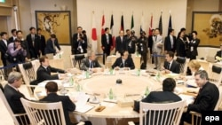 """Группа лидеров """"большой восьмерки"""" на встрече в Тояко, Хоккайдо. 8 июля 2008"""