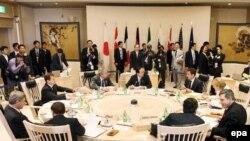 Участники саммита пытаются зафиксировать свою причастность к решению важнейших проблем современности