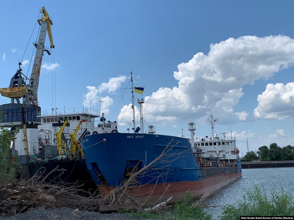 Неясно, задержка российского танкера может навредить освобождению украинских моряков – мировая пресса