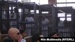 صحفيون أثناء محاكمتهم في القاهرة