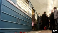 Russia -- Flowers lay in memory of victims of a terrorist bomb blast inside the Lubyanka metro station in Moscow, 29Mar2010