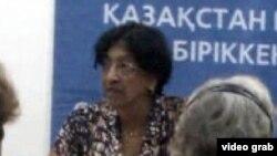 БҰҰ-ның адам құқығы бойынша бас комиссары Нави Пиллэй қазақстандық үкіметтік емес ұйымдар өкілдерімен кездесті. Алматы, 11 шілде 2012 жыл.