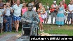 Памятник Пуговкину. Иллюстрационное фото