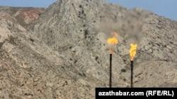 Факелы для сжигания газа в Туркменистане.