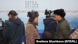 EXPO-2017 көрмесі өтетін кешенге келген журналистер. Астана, 31 қазан 2016 жыл.