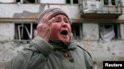 Украинанын согуш тутанган аймагында жашап жаткан айым