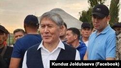 Алмазбек Атамбаев жана Канат Сагымбаев.