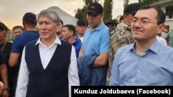 Кылычбек Султан (справа) с Алмазбеком Атамбаевым. 2 июля 2019 года.