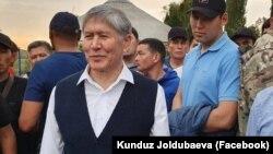 Алмазбек Атамбаев в своем доме в селе Кой-Таш.