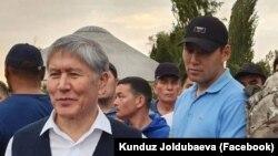 Алмазбек Атамбаевдин жан сакчысы Канат Сагымбаев кызмат учурунда.