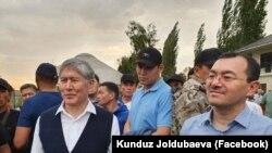 Алмазбек Атамбаев жана Кылычбек Султан. 2-июль, 2019-жыл. Чүй, Кой-Таш айылы.