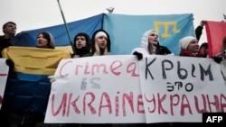 Кырымтатарлар Киев мәйданында Украинаның Европа берлегенә кушылуын хуплый. 1 март 2014
