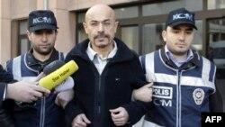 Jusuf Sonmez gjatë arrestimit në Stamboll.