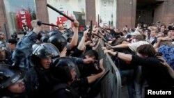 Разгон участников несогласованной акции на Тверской улице в Москве 27 июля