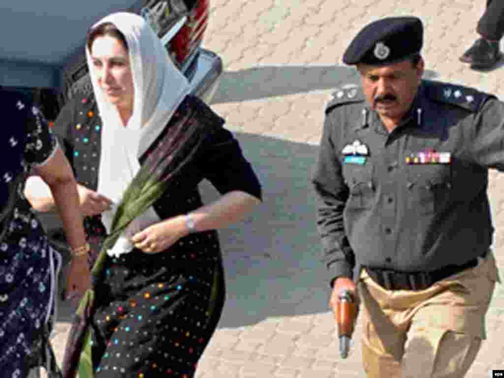 Пакыстан: Oппозиция җитәкчесе – элекке премьер Биназир Бһутто үтерелде, 27.12.2007