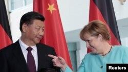 Ангел Меркел жана Си Цзиньпин. Берлин, 5-июль, 2017-жыл.