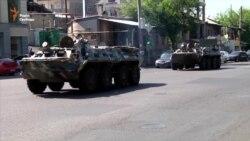 Вірменська поліція заблокувала відділок із нападниками бронемашинами (відео)