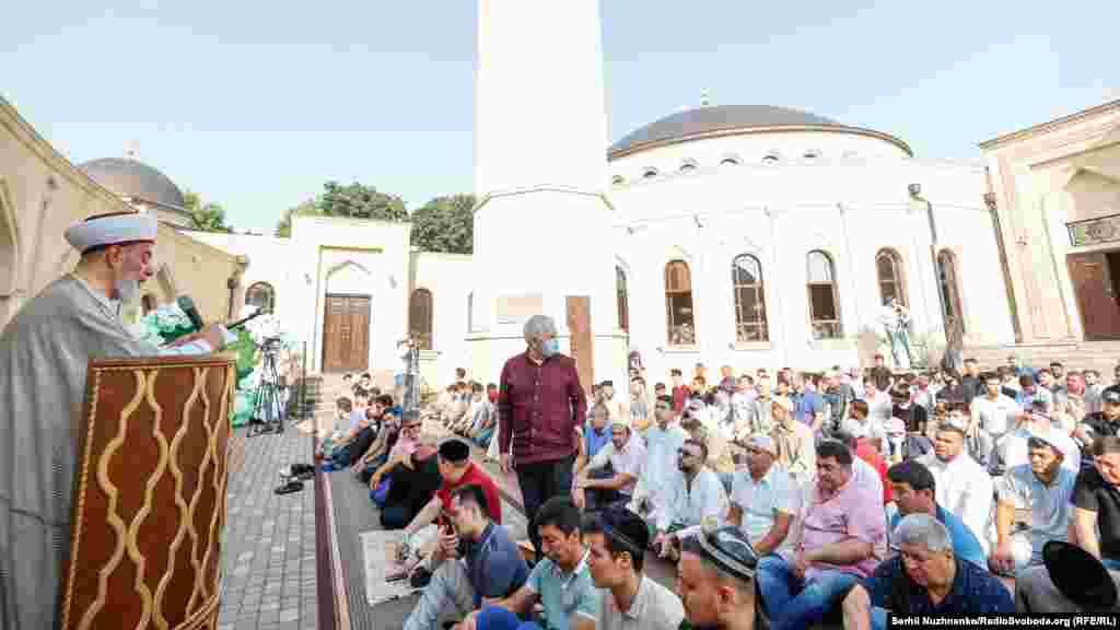 Глава Духовного управління мусульман України шейх Ахмед Тамім під час святкування Курбан-байраму