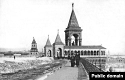 A side view of the Kremlin monument, which opened to mixed reviews in 1898