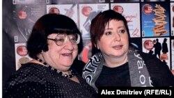 Ольга Романова и Валерия Новодворская на пятилетии журнала The New Times, 2013 г.