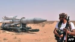 Бани-Валид қаласынан 70 шақырымдағы әл-Бурхан базасы. 2 қыркүйек 2011 ж.