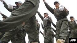 قوات شرطة عراقية في إستعراض تخرجها من دورة ببغداد