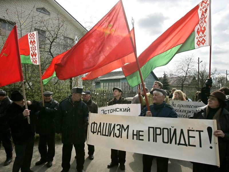 Дэманстрацыя каля эстонскай амбасады ў Менску, 4 траўня 2007 г.