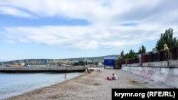 Феодосийский пляж во время курортного сезона, 2016 год