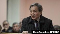 Турганбеков сотто көрсөтмө берүүдө, 19-октябр, 2015-жыл.