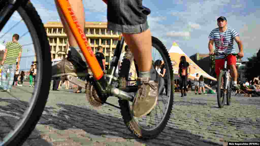 ლუდის ფესტივალის ველოსიპედისტი სტუმრები