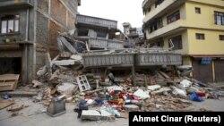 Зилзаладан кыйраган имараттар. 25-апрель, 2015-жыл. Непал.