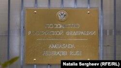 Expulzarea diplomaţilor ruşi dezbătută aprins în parlament