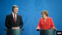 Петро Порошенко і Анґела Меркель на прес-конференції в Берліні, 13 травня 2015 року