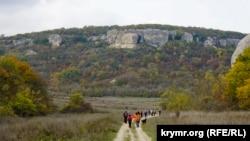 Впереди городище Ески-Кермен